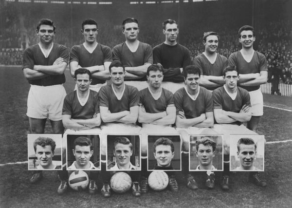 Football - 1957 / 1958 season - Manchester United Team Group The Munich squad.  Back (left to Right): Duncan Edwards, Bill Foulkes, Mark Jones, Ray Wood, Eddie Colman, David Pegg.  Front: Johnny Berry, Billy Whelan, Roger Byrne, Tommy Taylor