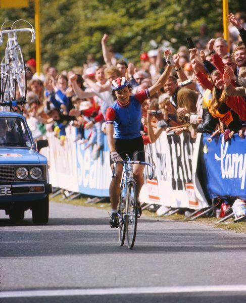 Cycling - 1982 UCI Road World Championships - Women's Road Race Great Britain's Amanda 'Mandy' Jones crosses the line to win the race at Goodwood. She was the first British woman to win a world championship for fifteen years. 05/09/1982