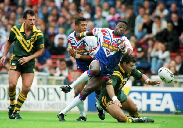 RUGBY LEAGUE Martin Offiah (GB) chases the spilt ball. Great Britain 8 Australia 4 1st Test Wembley Stadium