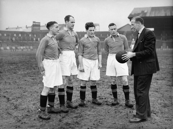 Matt Busby (Manchester United Manager) with players L to R. Henry Cockburn,Johnny Carey,Johnny Morris and Charlie Mitten. 1946/47. Credit : Colorsport