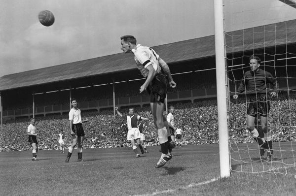 Melvyn Hopkins (Tottenham Hotspur) 30/8/58 Blackburn Rovers v Tottenham Hotspur 1958 / 59 Season Credit: Colorsport