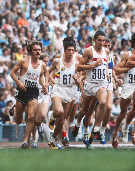 Athletics - Munich Olympics 1972 - Mens 5,000m Final Great Britain's Ian Stewart (309) leads from Belgium's Emiel Puttemans (61) and USA's Steve Prefontaine (1005) in the Olympiastadion, Munich, West Germany. Stewart took the bronze while Prefontaine fourth