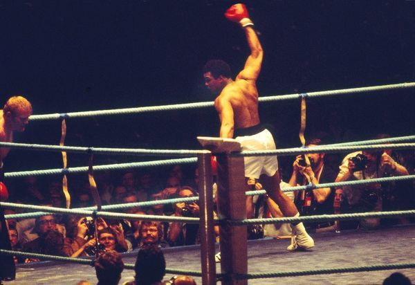 Ali show boats as he finishes off Richard Dunne after a knock down. Muhammad Ali v Richard Dunn. World Heavyweight Championship Title fight. Munich 25/05/1976 Credit : Colorsport / Stewart Fraser