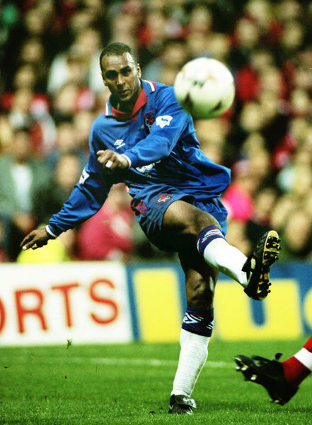 Football - 1994 / 1995 Premier League - Nottingham Forest 0 Chelsea 1     David Rocastle of Chelsea, at The City Ground.     19/11/1994