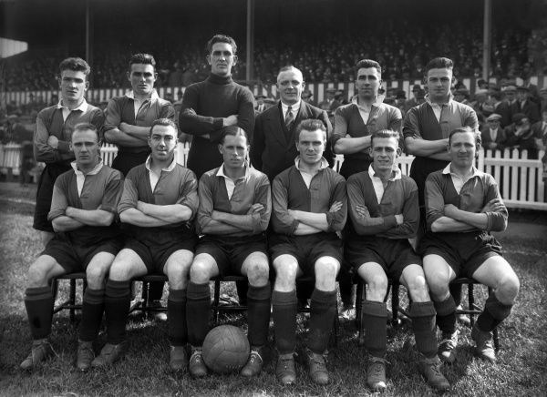 Football - 1927 / 1928 season - Norwich City Team Group Back (left to right): Joseph 'Joe' Lamb, Hannah, Dennington, B. Young (trainer), A. Campbell, J. McCrae.  Front: E. Porter, Robinson, Alf Moule, Crockford, Jackie Slicer, A. Pembleton