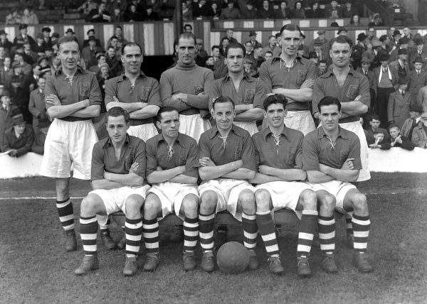 Football - 1947 / 1948 season - Nottingham Forest team group Back (left to right): Edwin Barks, Harry Brigham, Noel Simpson, Edward Blagg, Robert McCall. Front: Gordon Kaile, Freddie Scott, Tommy Johnston, John 'Jack' Edwards, George Lee