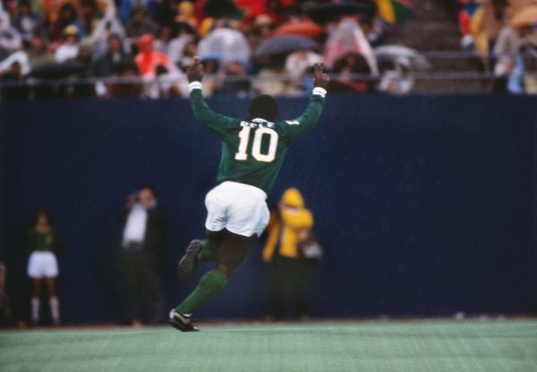 Football Pele (Cosmos) celebrates after scoring a 30 yard free kick for his final professional goal. Pele's farewell game. Cosmos v Santos, Giants Stadium, New York, 01/10/1977