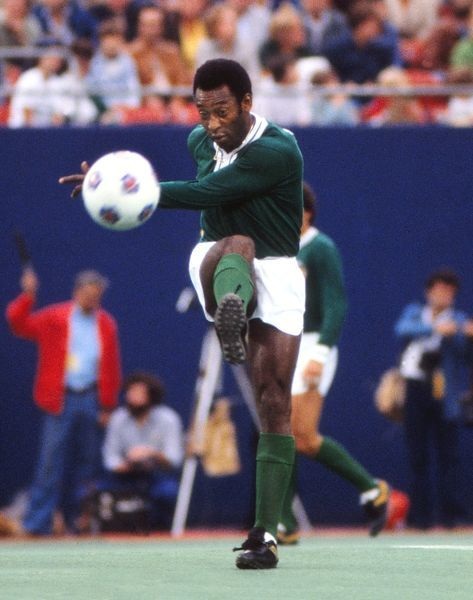 Football Pele (Cosmos) plays a pass during his final game. Pele's farewell game. Cosmos v Santos, Giants Stadium, New York, 01/10/1977