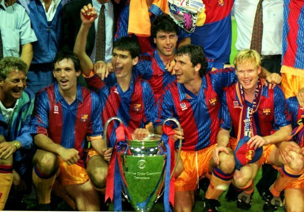 Barcelona Team group with the trophy. includes Juan Antonio Goicoechea, Josep Pepe Guardiola,Hirsto Stoitchkov and Ronald Koeman Barcelona v Sampdoria 20/05/1992 European Cup Final 1992 Wembley Credit : Colorsport / Andrew Cowie