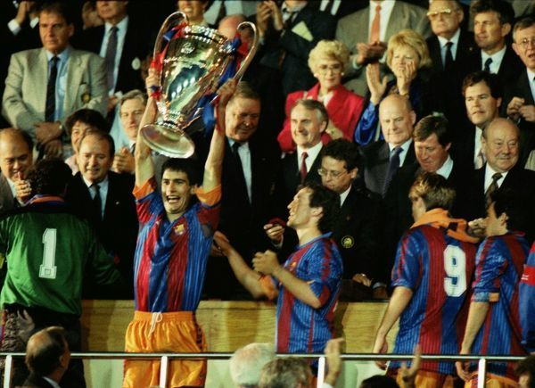 Pepe Guardiola (Barcelona) lifts the Trophy. Barcelona v Sampdoria 20/05/1992 European Cup Final 1992 Wembley Credit : Colorsport / Andrew Cowie