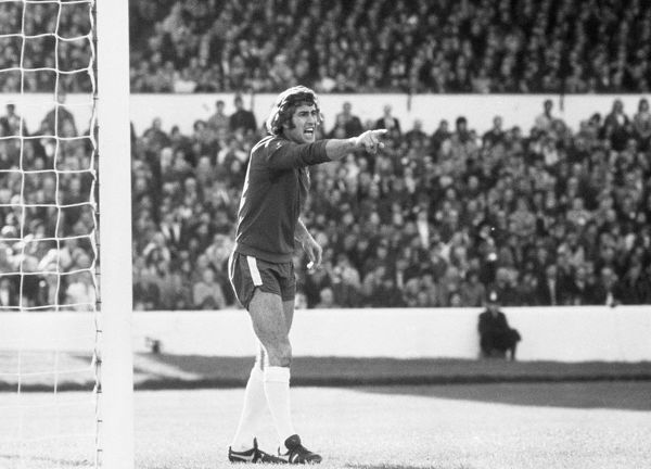 Football - 1973 / 1974 season    Chelsea goalkeeper Peter Bonetti.    (exact game not noted)