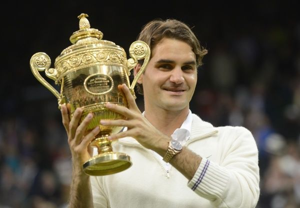 Wimbledon week 2 : Tennis Championships 07/07/2012 Credit Colorsport / Andrew Cowie Mens singles final Roger Federer v Andy Murray. Roger Federer with the trophy