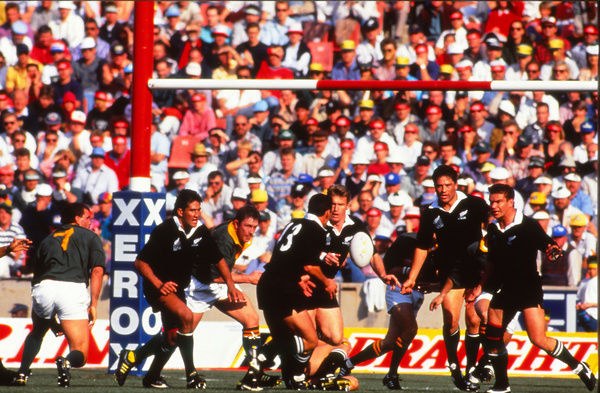 Rugby Union - 1992 All Black Tour of South Africa - South Africa 24 New Zealand 27     John Kirwan of New Zealand passes to Frank Bunce, at Ellis Park, Johannesburg