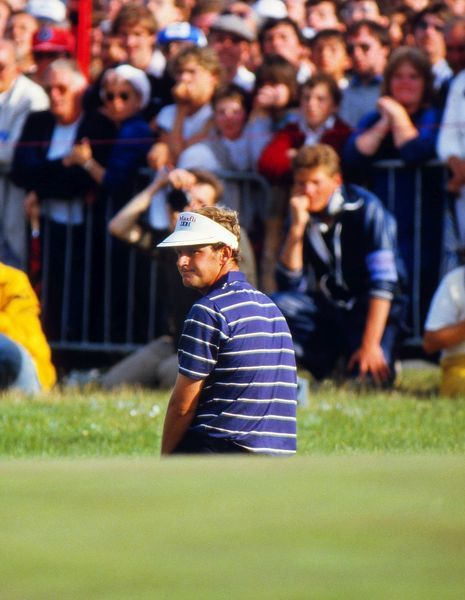 Golf - Sandy Lyle drops to his knees after watching his chip shot fall short on the 18th green. British Open Golf Championship 21/07/1985 Royal St Georges Sandwich Credit : Colorsport