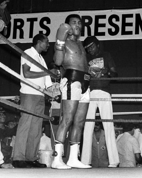 Spinks ali ii training session boxing world for Boxing day meuble leon
