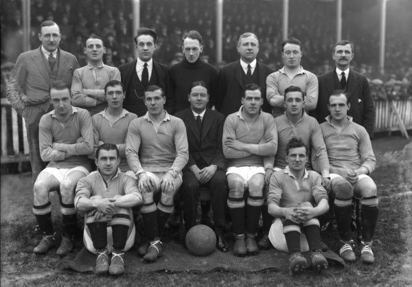 Football - 1922 / 1923 Third Division (North) - Chesterfield 1 Stalybridge Celtic 0 Stalybridge Celtic team group before the game at Saltergate on 17/02/1923. Back (left to right): -------, Fred Broadhurst, -----, Thomas Lonsdale, George Coe (trainer)