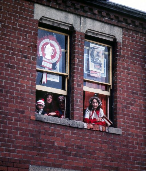 Football Sunderland fans wait at their windows for the victorious team to parade through the streets. 1973 Sunderland FA Cup Homecoming after the FA Cup Final v Leeds United. 07/05/1973 Credit : Colorsport / Mike Wall