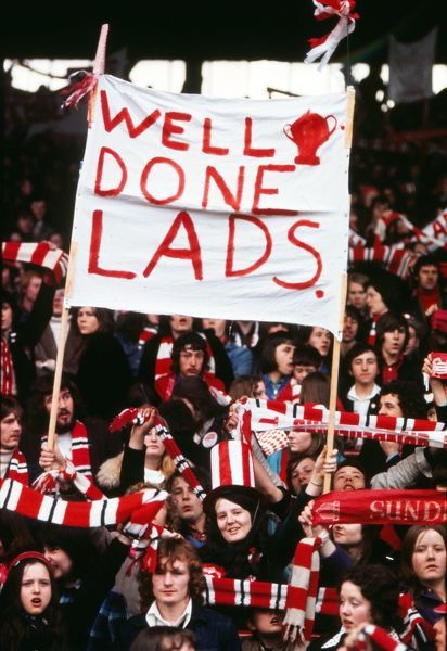 Football Sunderland Fans with their ' Well done lads' banner at Roker Park 1973 Sunderland FA Cup Homecoming after the FA Cup Final v Leeds United. 07/05/1973 Credit : Colorsport / Mike Wall