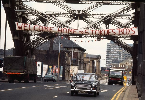 Sunderland Home coming: A banner over the bridge, welcomes home the Sunderland team after winning the FA Cup Final at Wembley against Leeds United two days earlier