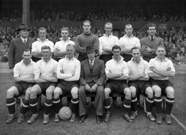 Football - 1946 / 1947 season - Tottenham Hostpur Team Group Back (left to right): G. Hardy (trainer), George Ludford, Arthur Willis, Ted Ditchburn, Vic Buckingham.  Front: Charles Whitchurch, Leslie Bennett, George Foreman, Mr. Joe Hulme (Manager)