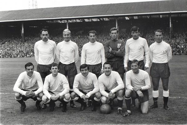 Football - 1966 / 1967 season - Tottenham Hotspur Team Group Back, l-r: Alan Gilzean, Phil Beal, Alan Mullery, Pat Jennings, Cyril Knowles, Jimmy Greaves.  Front: Mike England, Jimmy Robertson, Terry Venables, Dave Mackay, Cliff Jones
