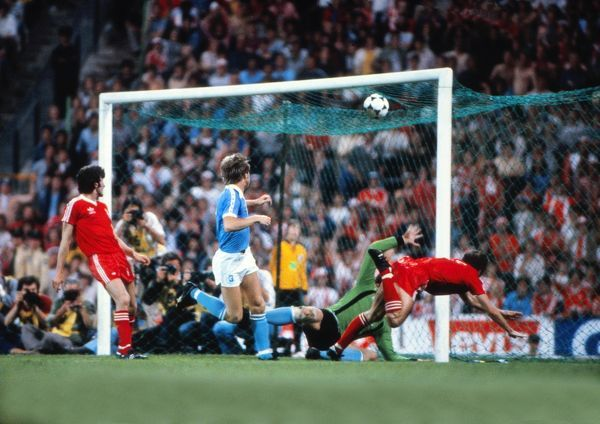 Football Trevor Francis heads the winning goal for Nottingham Forest. Nottingham Forest 1 Malmo 0 1979 European Cup Final, Olympic Stadium, Munich. 30/05/1979  Credit: Colorsport / Andrew Cowie