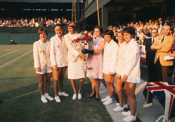 Tennis - 1970 Wightman Cup - Wimbledon The victorious USA team with the trophy. Left to right, Nancy Richey, Peaches Bartkowicz, Doris Hart (team manager), ----, Billie Jean King, Mary Anne Curtis, Julie Heldman. The USA beat Great Britain 4-3