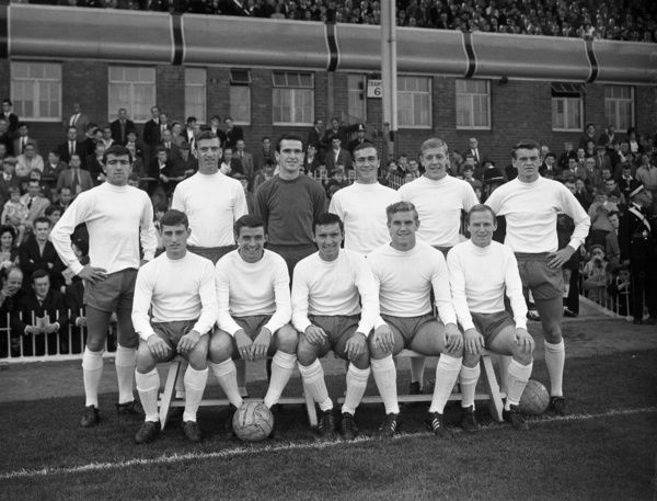 Football - 1963 / 1964 First Division - Aston Villa 2 Chelsea 0    The Chelsea team group before kick-off at Villa Park on 14/09/1963.    Back (l-r): Terry Venables, John Mortimore, Errol McNally, Ron Harris, Eddie McCreadie.    Front: Albert Murray