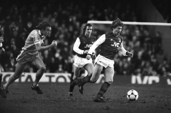 VLADIMIR PETROVIC (ARSENAL) Sammy McIlroy (Stoke). Arsenal v Stoke City. 15/01/1983 1982 /83 SEASON. CREDIT : Colorsport / Andrew Cowie