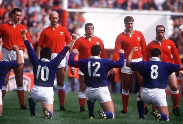Wales players face up to the West Samoa players as they perform their Haka style war dance. Wales v Western Samoa, Rugby World Cup, Pool 3, Cardiff Arms Park, Wales. 6/10/1991. Credit: Colorsport / Andrew Cowie
