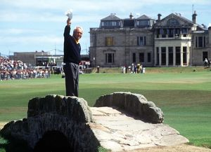 Arnold Palmer waves farewell to St. Andrews in 1995