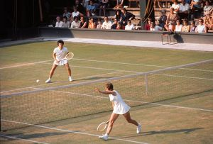 Billie Jean King takes on Winnie Shaw - 1970 Wightman Cup