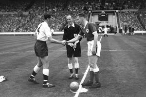 Danny Blanchflower and Jimmy Walsh shake hands before the 1961 FA Cup Final