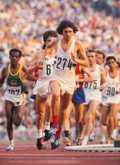 Dave Bedford leads the 10,000m final at the 1972 Munich Olympics