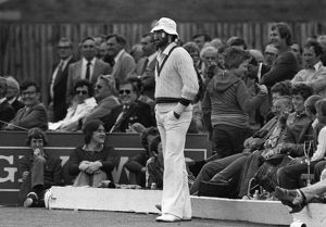 Dennis Lillee entertains the crowd in 1980