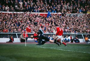 Graham Mourie scores a try for the All Blacks in Cardiff in 1980