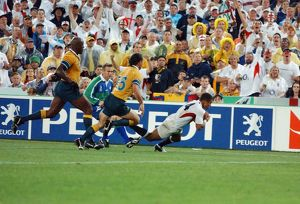 Jason Robinson scores England's try in the 2003 World Cup Final