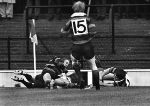 John Dix scores for Gloucester in the 1972 RFU Club Knock-Out Final