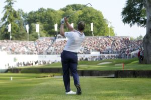 Luke Donald hits into the 18 at the 2011 BMW PGA Championship