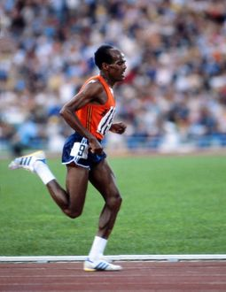 Miruts Yifter on the way to winning gold in the 10,000m at the 1980 Moscow Olympics