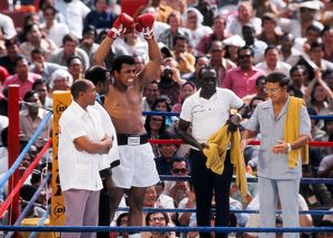 Muhammad Ali and his team prepares to take on Joe Bugner in 1975