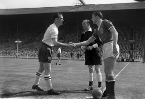 Nat Lofthouse & Bill Foulkes shake hands before the 1958 FA Cup Final