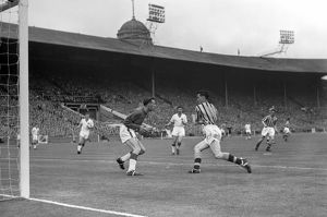 Peter McParland collides with Ray Wood during the 1957 FA Cup Final