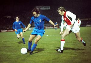 Real Madrid's Amancio on the ball with Ajax's Piet Keizer