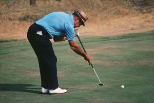 Sam Snead demonstrating his split-grip, side-saddle putting technique.
